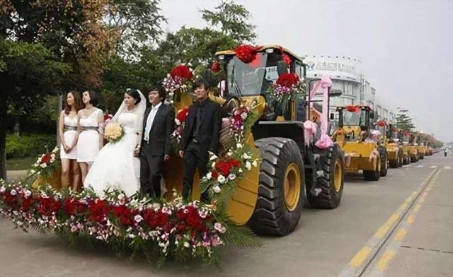 挖掘机婚车