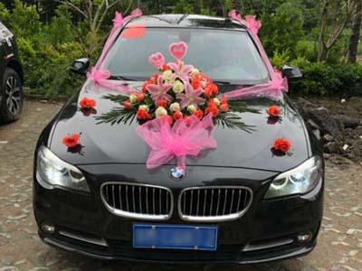 晋宁县陈先生宝马迎娶新娘
