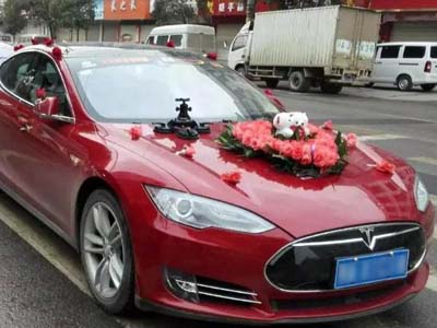 石林县李先生拉风的特斯拉婚车